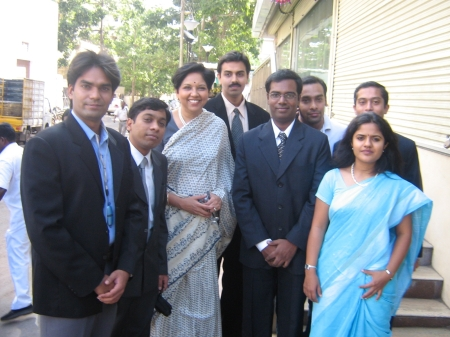 indira-nooyi-with-glakers.JPG